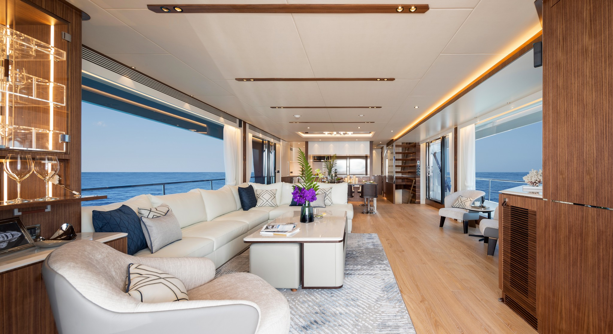 living area onboard the Horizon FD92