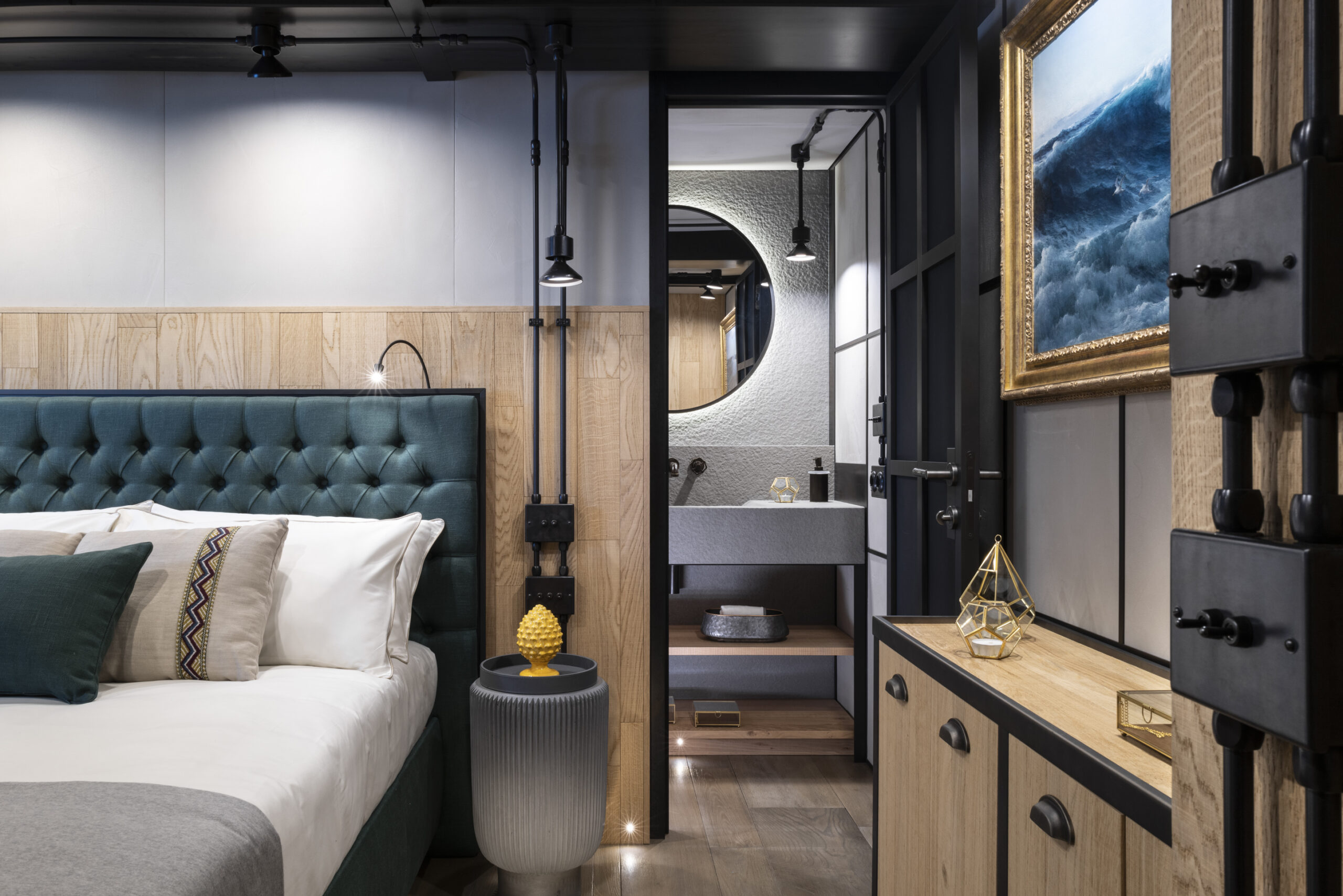 alternate angle of bedroom and living quarters aboard the Flexplorer 130