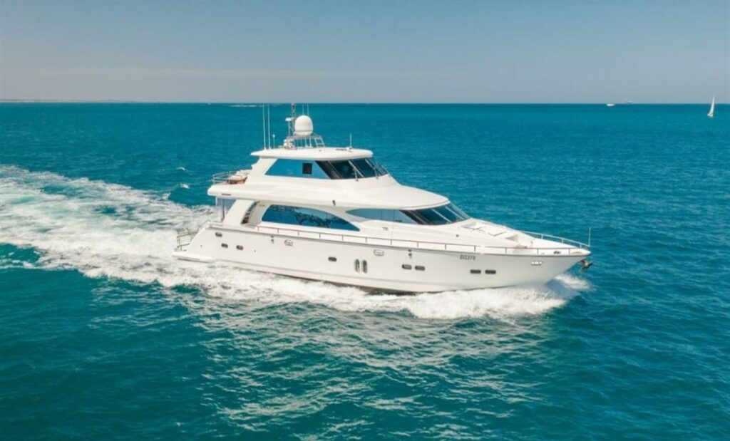 Horizon E73 cruising and pictured from the front