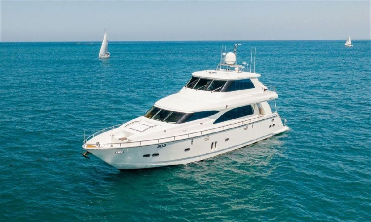 Horizon E73 anchored and pictured from the front