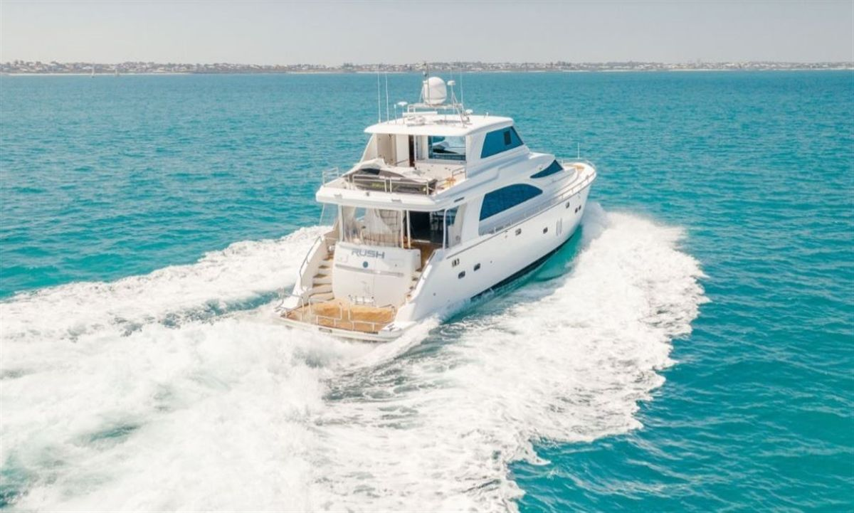 Horizon E73 cruising and pictured from behind