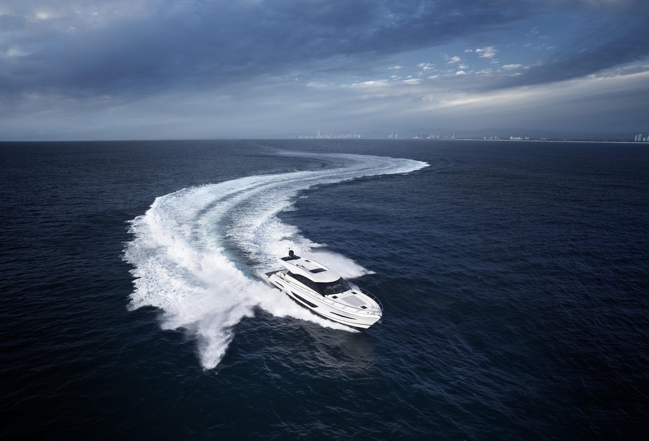Maritimo S55 cruising in a snaking pattern