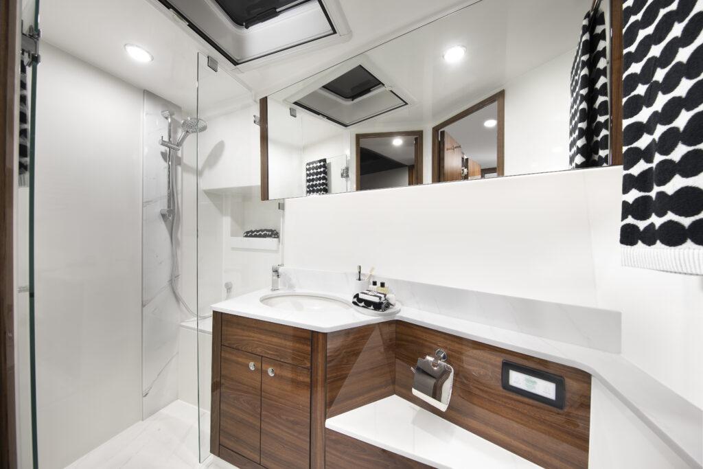 bathroom onboard Maritimo S55