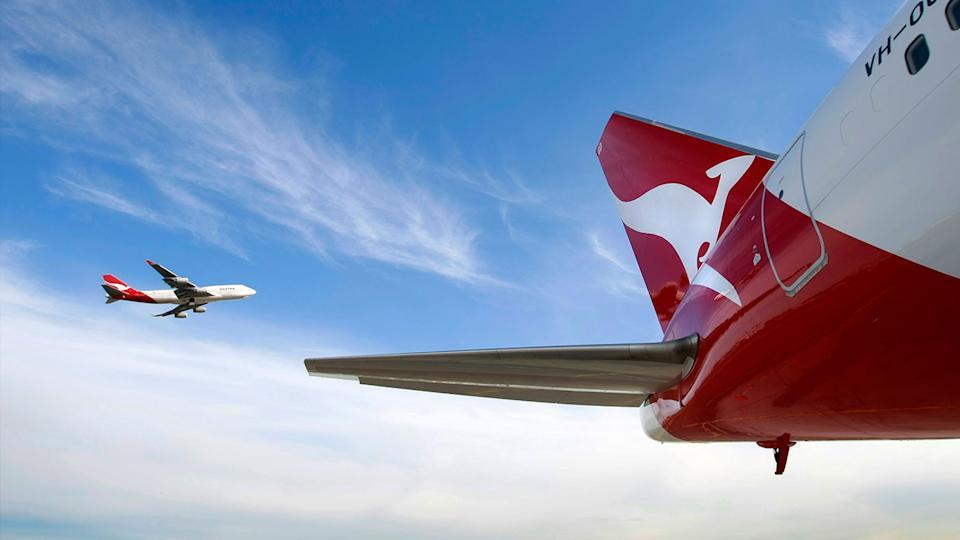 qantas planes flying