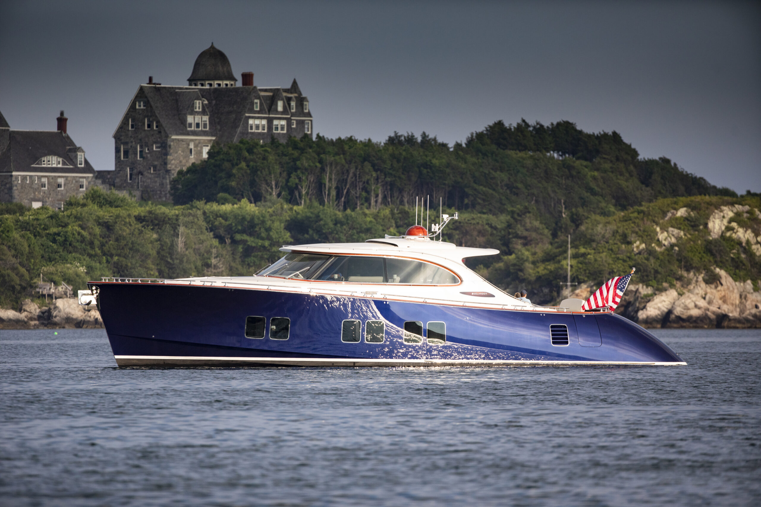 Zeelander Z72 anchored and pictured in daylight from side
