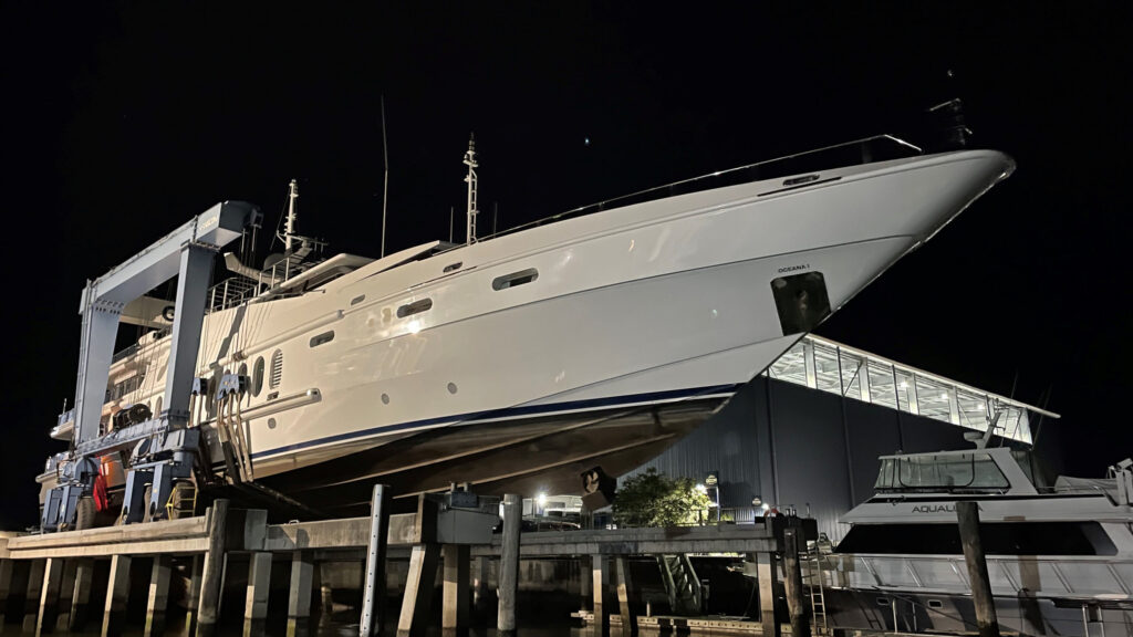 Haul out of 55m M/Y Oceana at GCCM