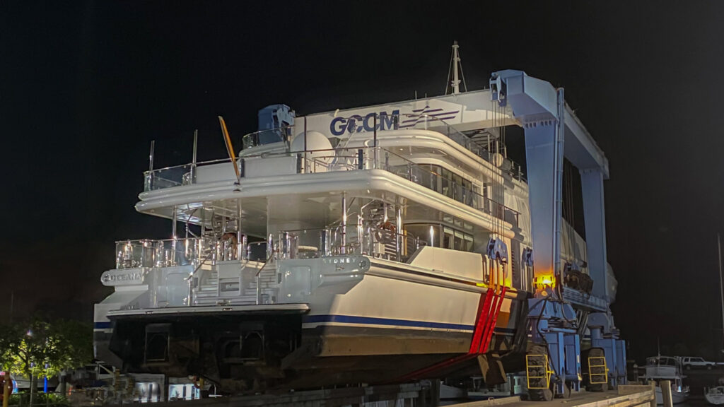 lifting 55m M/Y Oceana at GCCM with new lifting equipment