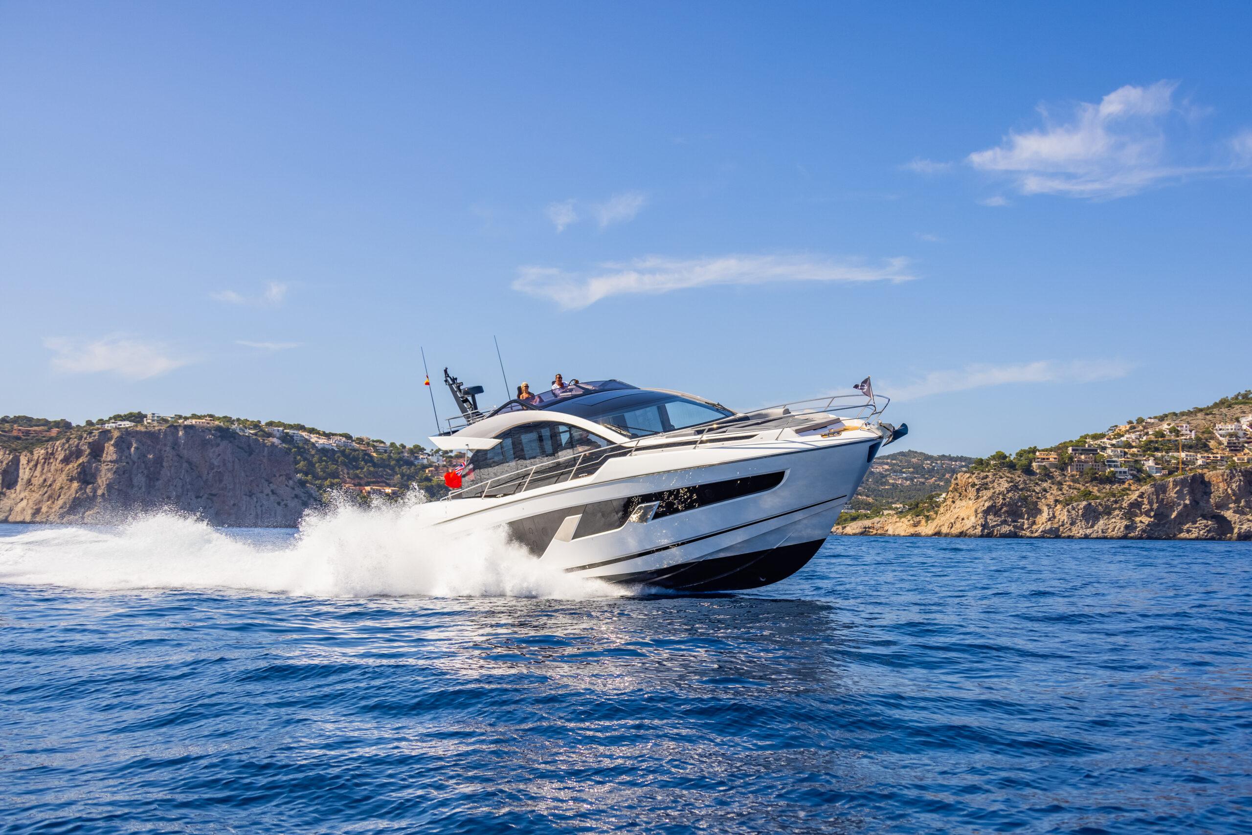 Sunseeker 65 Sport cruising at speed alternate angle