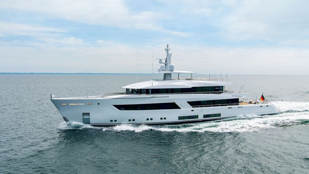 Lurssen project 13800 cruising from side
