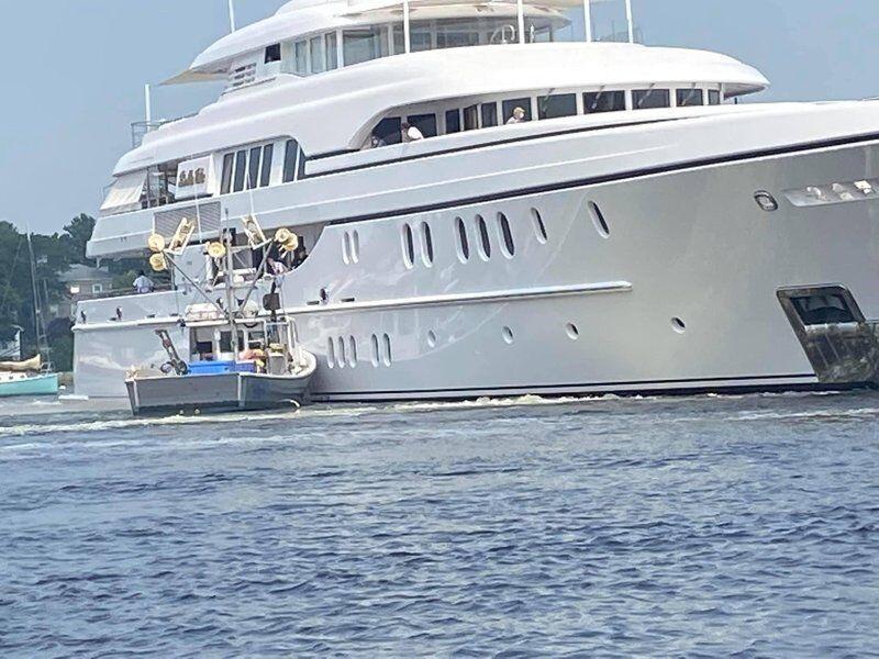 Bella Vita entangled with moored fishing vessel Lady Rebecca