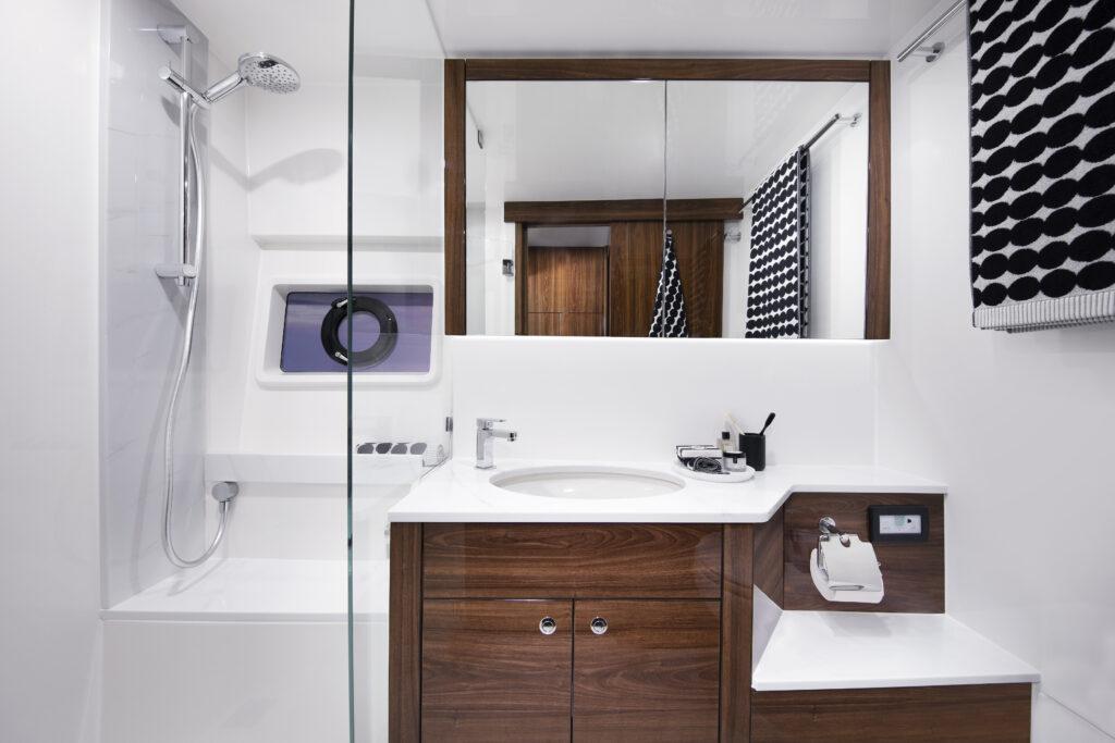 bathroom onboard Maritimo M60