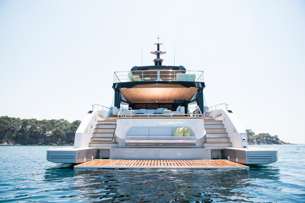 Spritz 102 from Alpha Yachts from rear