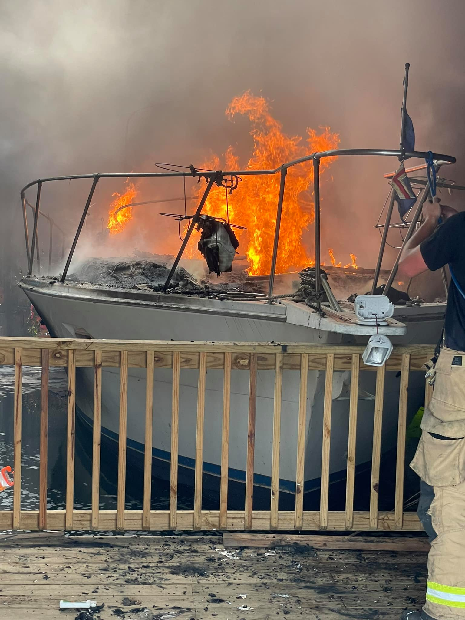 Boat fire at Chattanooga Yacht Club, Tennessee