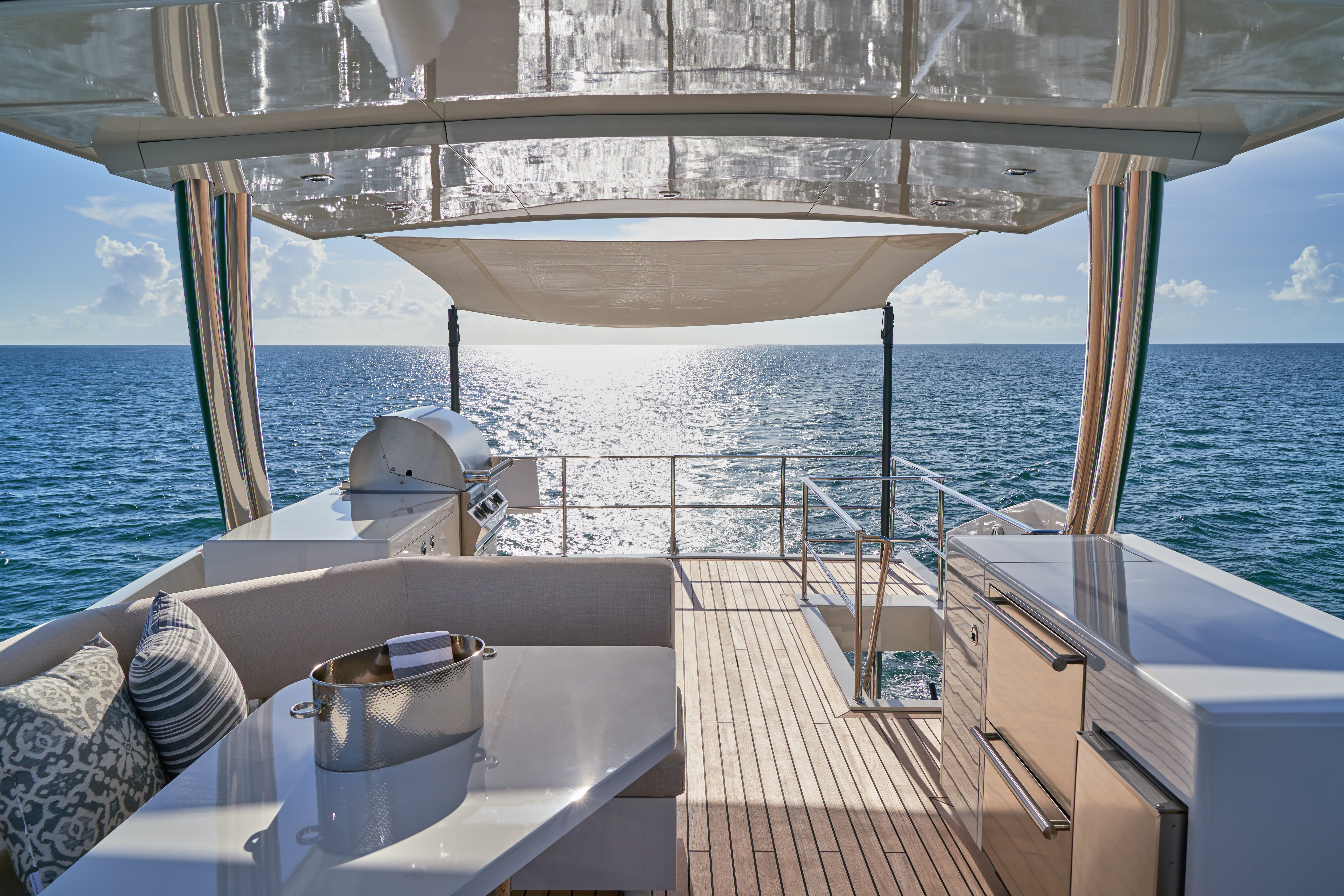 Exterior flybridge on the CL Yachts CLA76