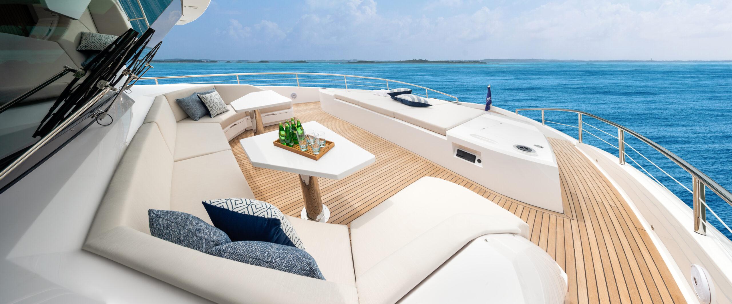 Horizon FD90 forward outdoor deck