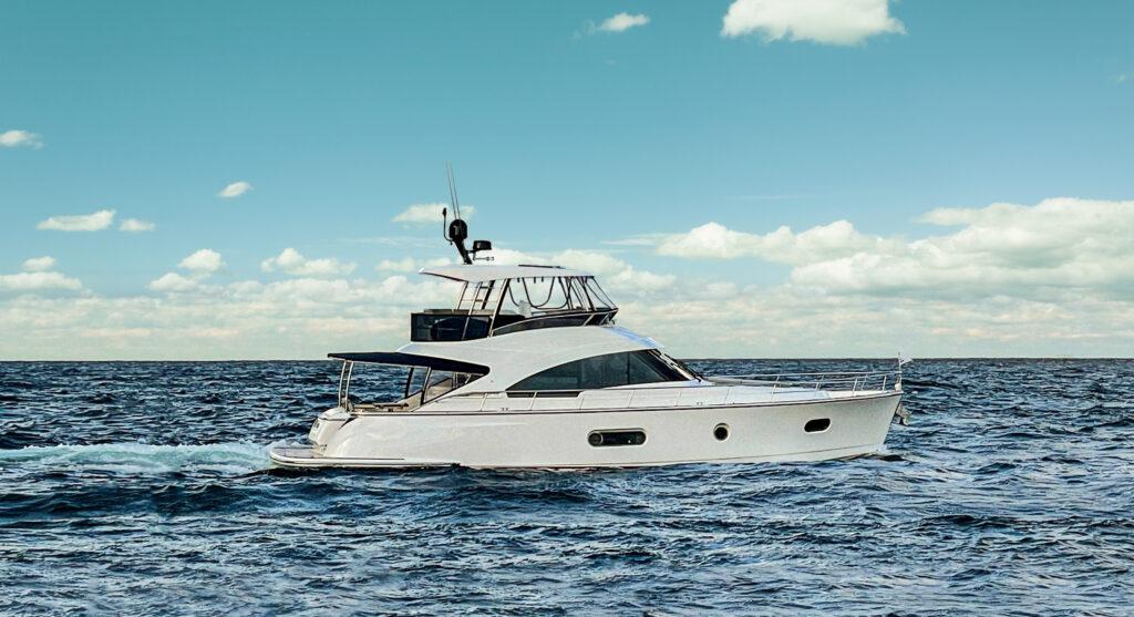 Riviera Belize 54 Daybridge side profil