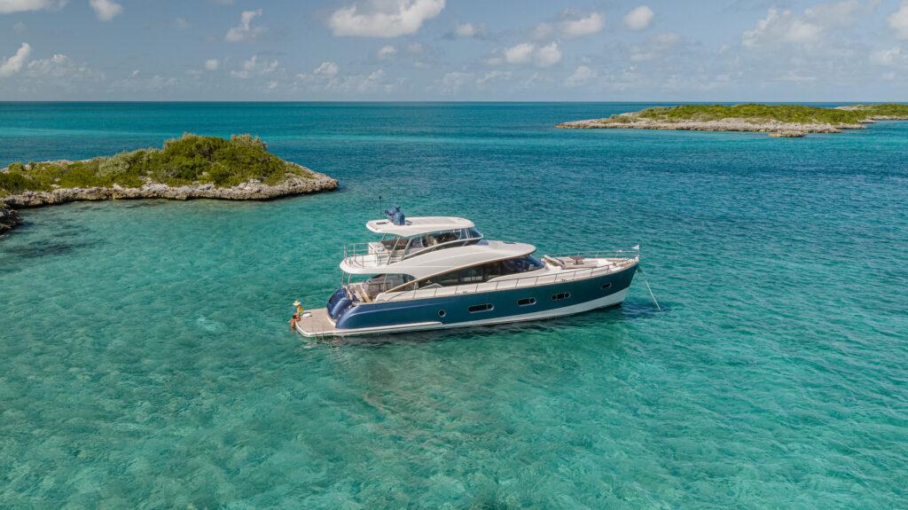 Riviera Belize 66 Daybridge side profile