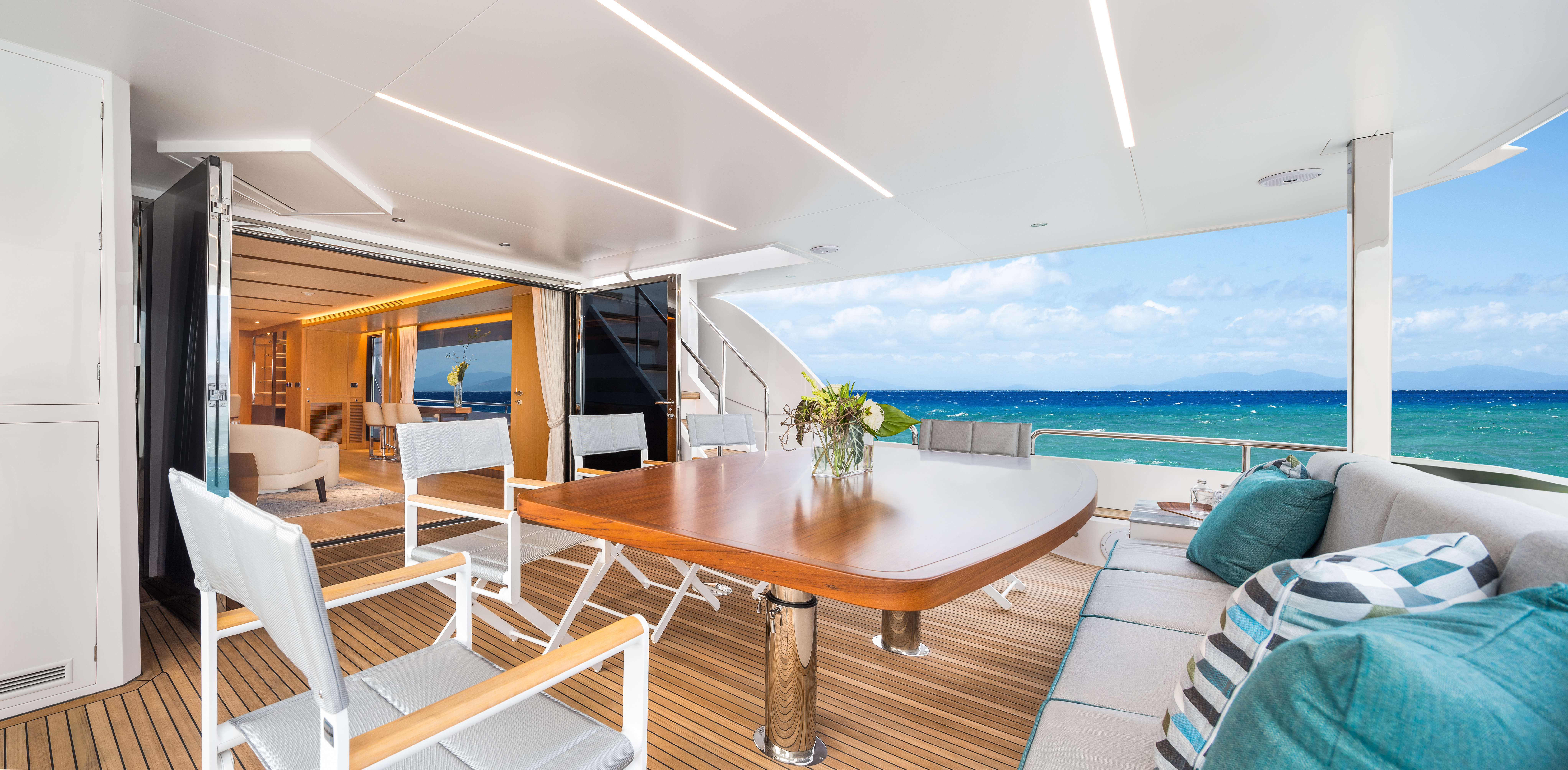 Outdoor dining area onboard the Horizon FD80