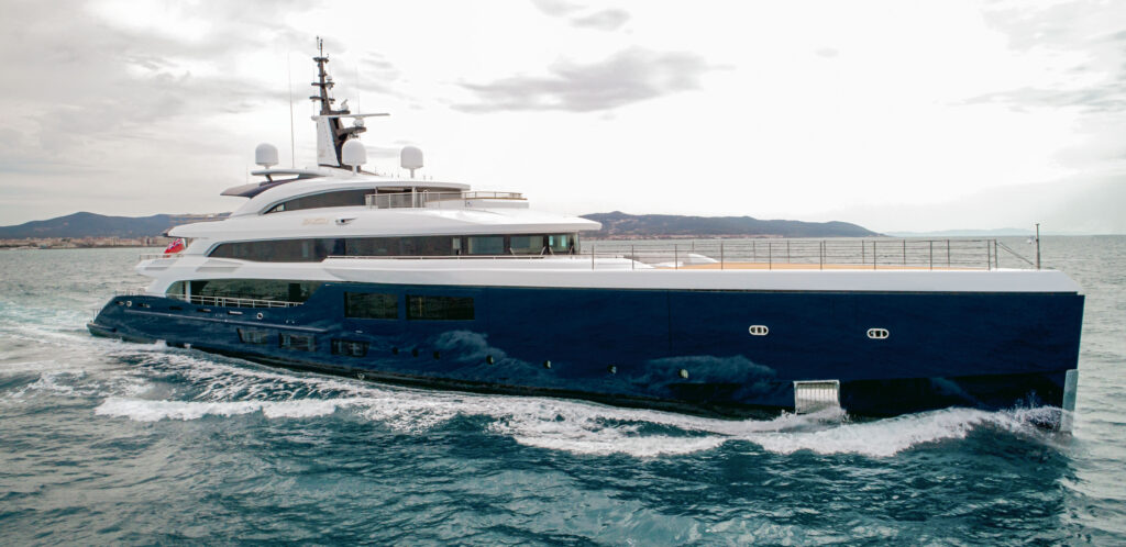 yacht Zazou cruising side profile