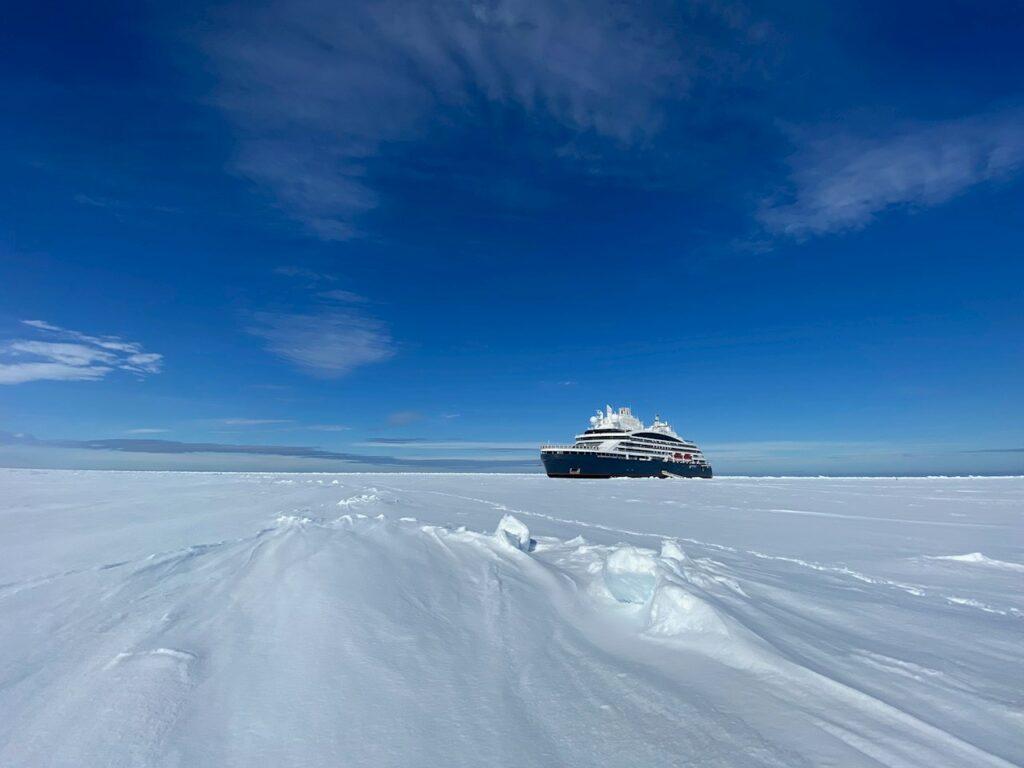 Le Commandant Charcot wide angle at North Pole