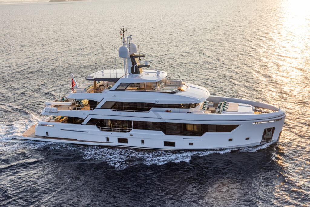 RSY 38m EXP M/Y EMOCEAN cruising side profile