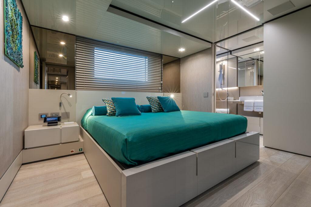RSY 38m EXP M/Y EMOCEAN VIP cabin