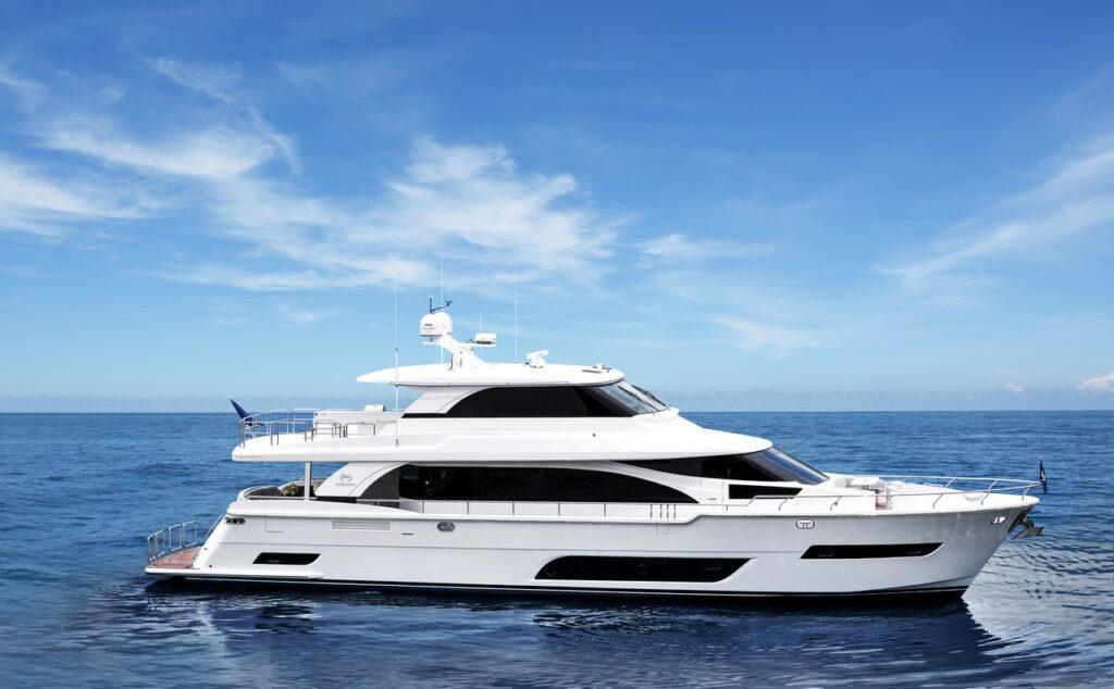 Horizon Yachts E81 Valiant side profile