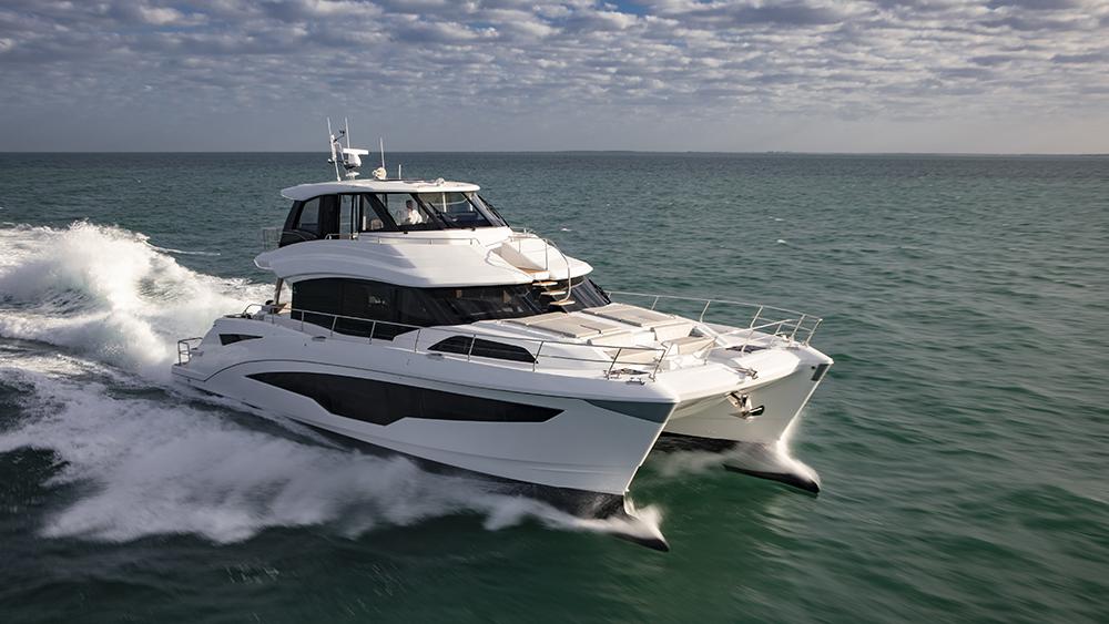 Aquila 70 Sport Yacht cruising