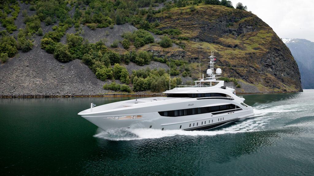 Heesen Yachts Project Oslo24 cruising forwards